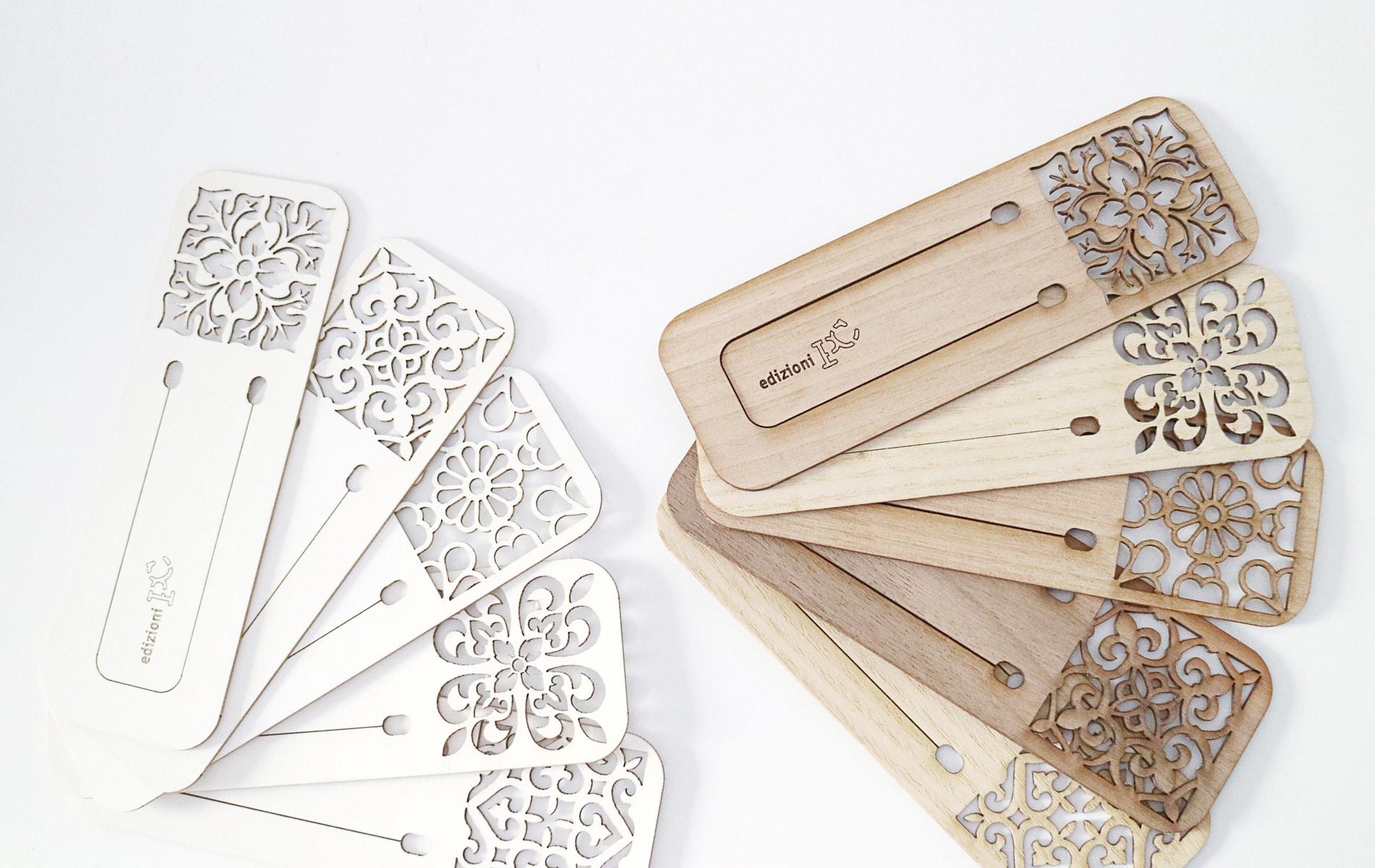 Segnalibri in cartone e legno taglio laser - PxC Edizioni Editoria Made in Puglia